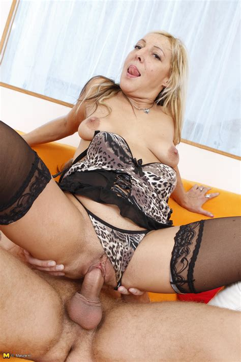 Mature In Specs Goes Hardcore In Her Showy Lingerie And