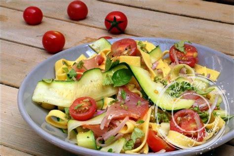 salade de pates courgettes recette salade de p 226 tes au lomo courgettes et pignon