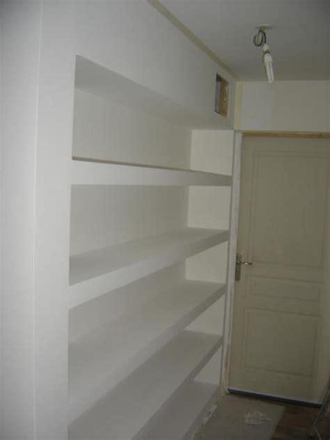 placoplatre salle de bain etageres en placo
