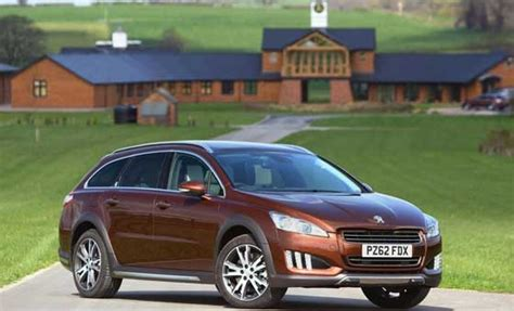 peugeot 5008 hybride peugeot 5008 rxh hybrid cars that can fit 3 car seats on back row peugeot