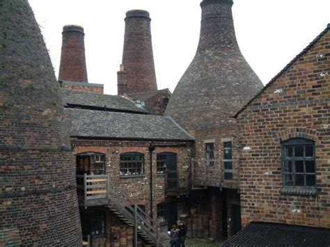 gladstone pottery museum courtyard  steven birks cc