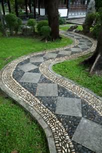 Curved Concrete Garden Edging Photo