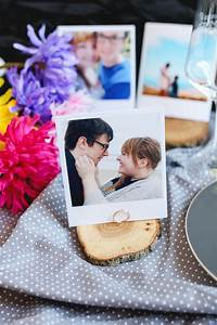 Tischkartenhalter Selber Machen : diy tischkartenhalter aus holzscheiben und polaroid fotos tutorial ~ Eleganceandgraceweddings.com Haus und Dekorationen
