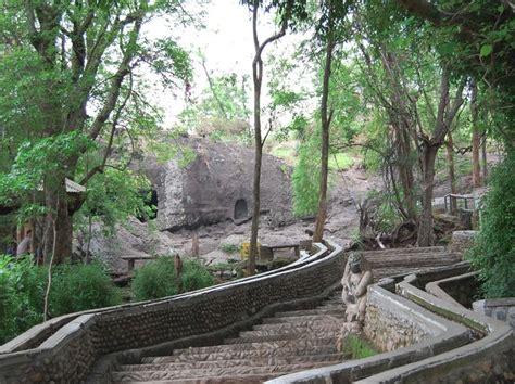 gua selomangleng situs purbakala  eksotik  kaki