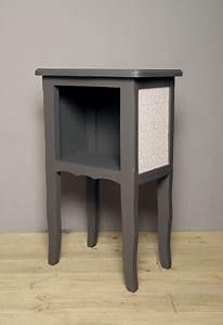 Table De Chevet Hauteur 70 Cm : gallery of chevet ancien repeint en gris fusain les panneaux de chaque ct sont dcors de joli ~ Teatrodelosmanantiales.com Idées de Décoration