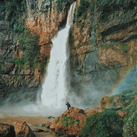 tempat wisata alam terkenal  sukabumi  indonesia