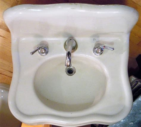 vintage cast iron bathroom sink love that this sink isn 39 t just straight lines vbs090811 1