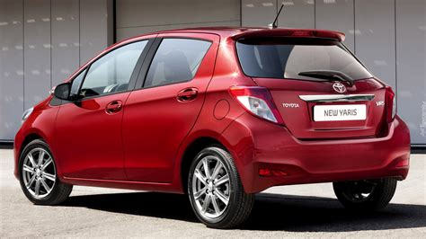 The toyota yaris and yaris hatchback have been discontinued. Czerwona Toyota Yaris tyłem