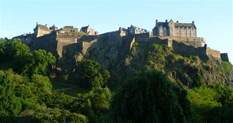 ten interesting facts  figures  edinburgh castle