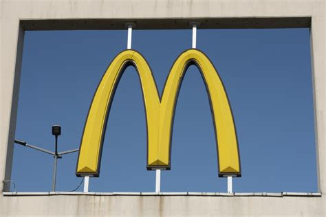 Bijusī McDonald's darbiniece atklāj, kā