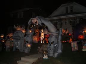 Blow Up Halloween Decorations Uk by Spooky Halloween Front Yard Decorations Damn Cool Pictures