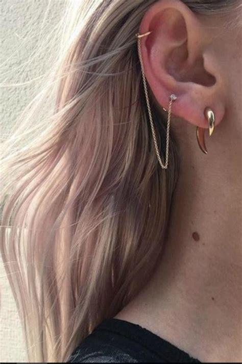 otra herencia de los  el piercing en medio de la oreja