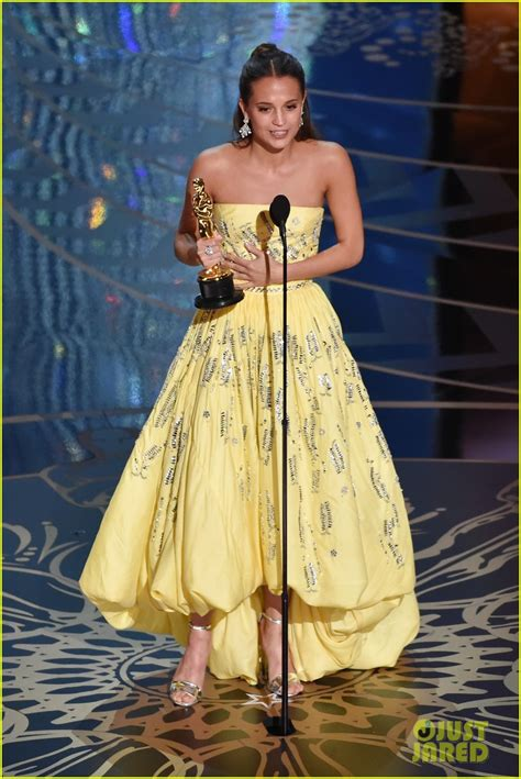 2016 oscar best actress alicia vikander wins best supporting actress at oscars
