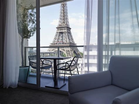 the hotel with rooms that are as to the eiffel