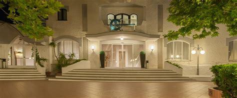 Ingresso Albergo Bajamar Hotel Ristorante A Formia Albergo 4 Stelle Su