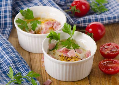 glossaire de cuisine oeufs cocotte au jambon et tomates cerise supertoinette