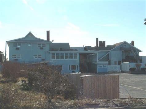 dune deck westhton george clooney developer buys dune deck resort in westhton