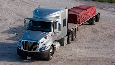 roehl transport jobs what it s like to work on our flatbed specialized