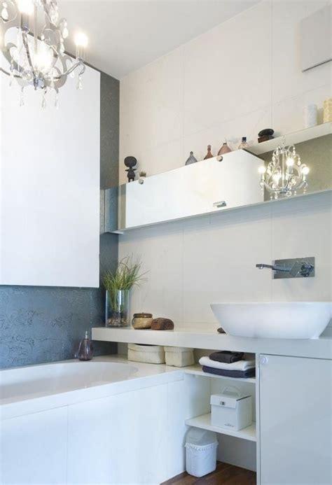 Badezimmer Regal Unter Spiegel by Kleines Bad Modern Einrichten Badewanne Waschtisch Regale