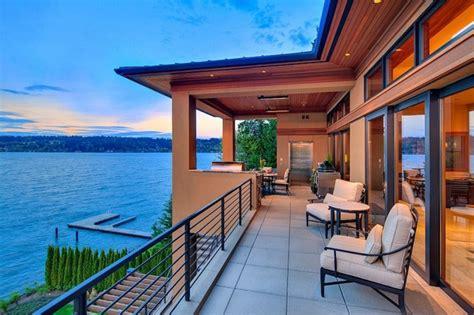 design des chambres à coucher magnifique maison de charme située au bord d un lac près