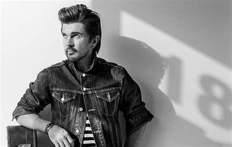 Juanes, El Colombiano Que Toca La Guitarra En Inglés