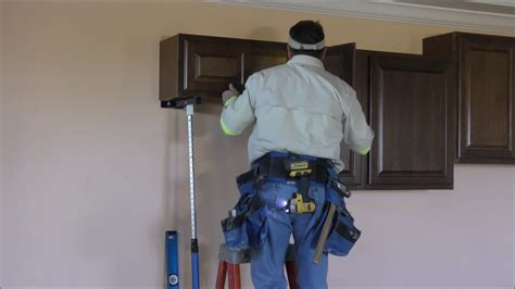 how to install kitchen wall cabinets how to install kitchen wall cabinets and crown moldings 8711