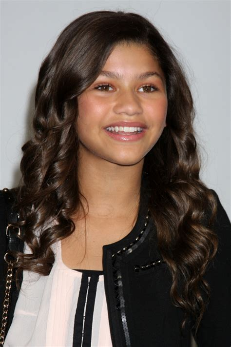 zendaya curly dark brown hairstyle steal  style