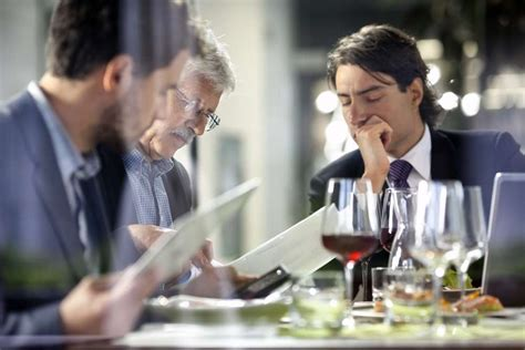 Master These 5 Steps for a Successful Business Dinner