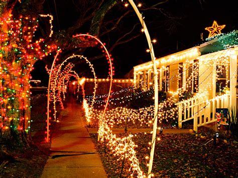 How To Hang  Ee  Christmas Ee    Ee  Lights Ee   Diy
