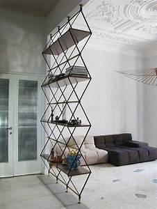 Etagere Separation Piece : colonne de rangement elle se dresse pour une conomie d 39 espace ~ Teatrodelosmanantiales.com Idées de Décoration