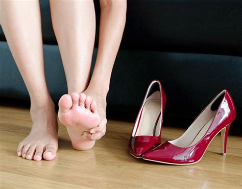 whats causing  foot arch pain footcom