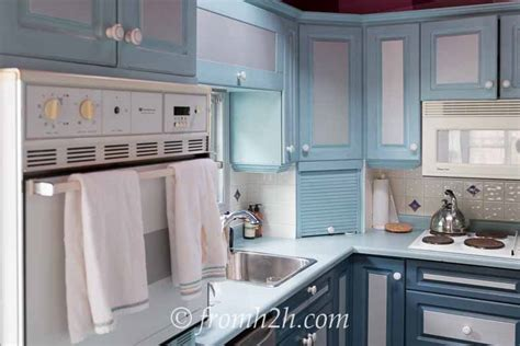 painting melamine kitchen cabinets how to paint melamine kitchen cabinets page 2 of 4 4051