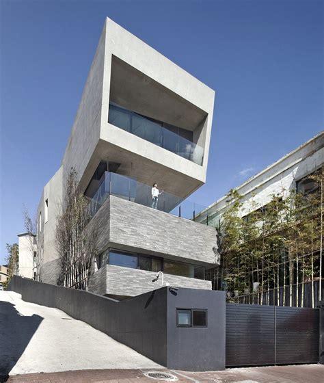Architectk Establishes Monolithic House Along The Coast