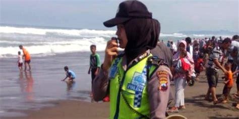 lebaran objek wisata pantai  kebumen dipadati warga