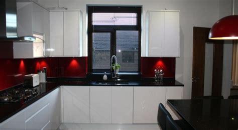 cuisine blanche et plan de travail noir cuisine blanche avec plan de travail noir 73 idées de