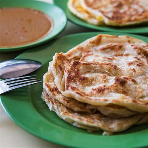 这道菜源自印度南部。 它是用面粉做成的。 有些印度煎饼里面放了鸡蛋、香蕉、奶酪和其他的馅料配着吃。 它有时在印度煎饼上会放一勺雪糕。 它通常是配咖喱一起吃的,但有些人比较喜欢配白糖一起吃。 印度煎饼(Roti Prata):本地菜肴 - Visit Singapore 官方网站