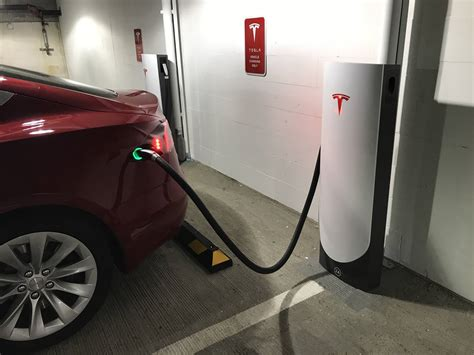 45+ How Far Can A Tesla Car Go On A Charge Background