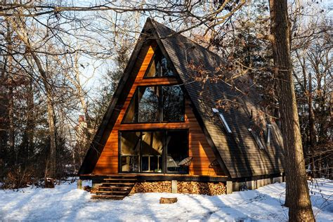 cozy   renovated  frame cabin   woods dwell