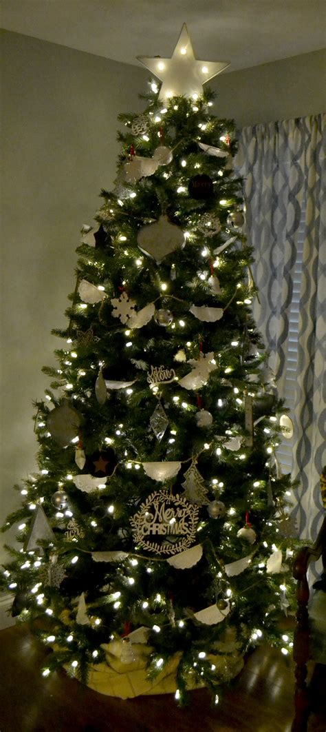 how to decorate your christmas tree for under 50 moms