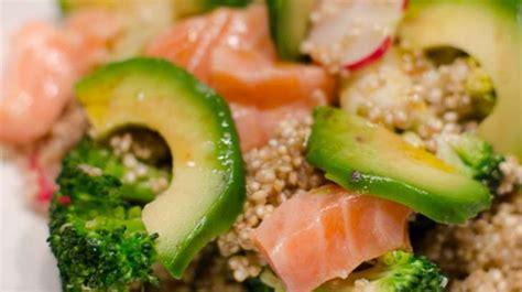 cuisiner le brocolis frais salade de quinoa aux brocolis à l 39 avocat et au saumon