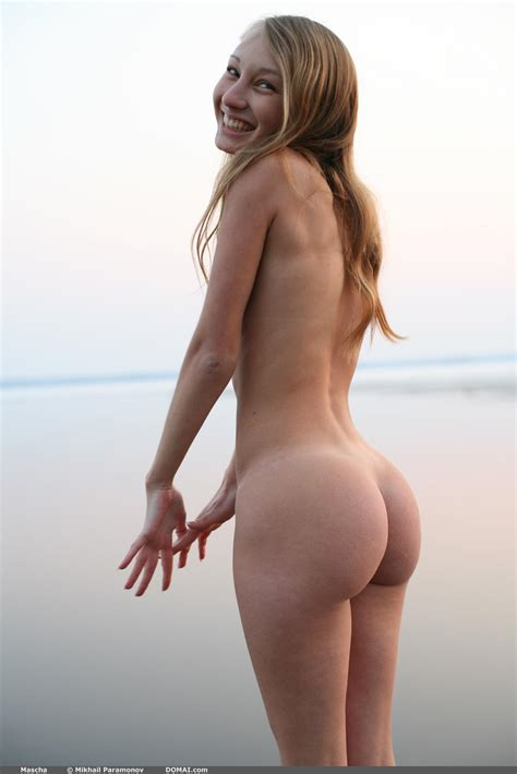 Nude Share -nsfw - Mascha with an adorable smile