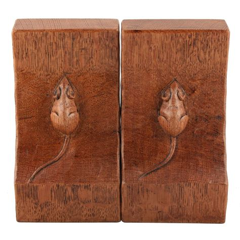 mousey thompson oak bookends   wood bees