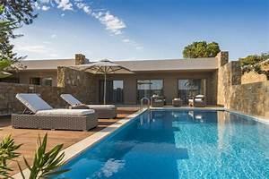 Bungalow Mit Pool : deluxe two bedroom bungalow suite with private pool ikos resorts ~ Frokenaadalensverden.com Haus und Dekorationen