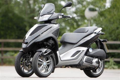 piaggio mp3 lt 300 yourban 2011 on motorcycle review mcn - Piaggio Mp3 300