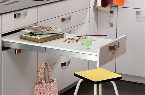 table coulissante cuisine petits aménagements malins pour la cuisine darty vous