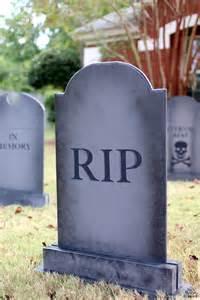 Halloween Yard Stakes by Diy Halloween Lawn Gravestones The House Of Wood