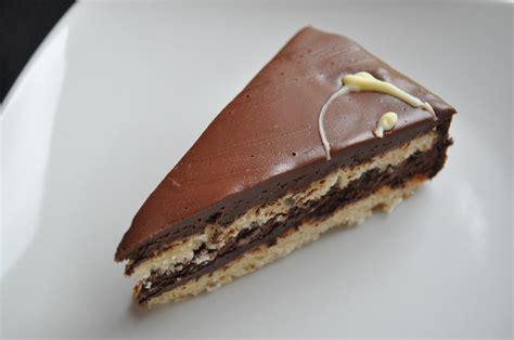 biscuit amande et mousse au chocolat en pas 224 pas cuisine avec du chocolat ou thermomix