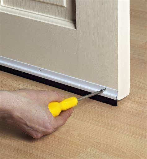 comment isoler  bas de porte marie claire