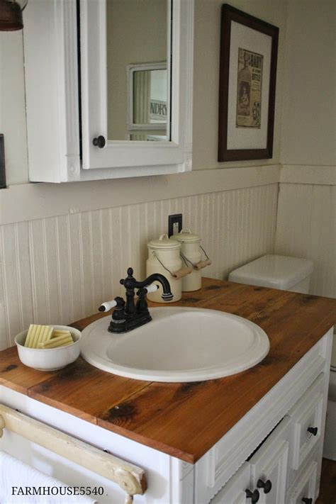 Bathroom :  Farmhouse Bathroom