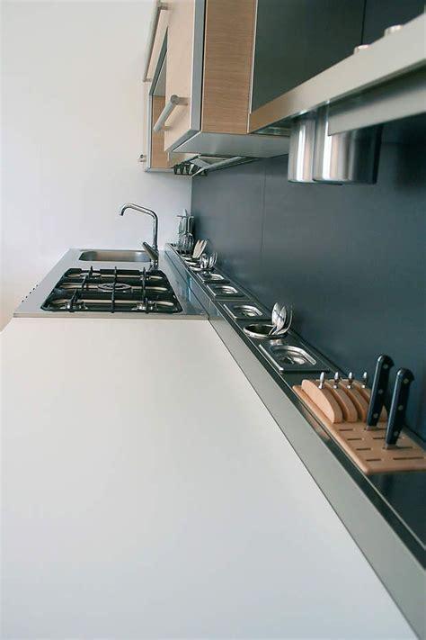 plan de travail d angle cuisine cuisine cachée dans un angle cuisine toutes nos